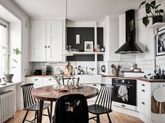 Pinterest: @startariotinme Small but open kitchen
