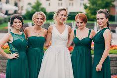 zelené šaty pre družičky - rôzne modely - rovnaká farba