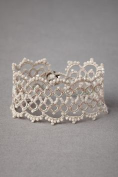 wedding bracelet with glass pearls, cotton and polyester thread, mother-of-pearl.