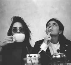 ziele: fufi-albernheiten im café <3 @vehni