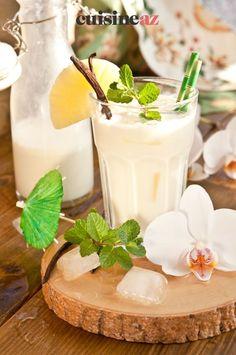 Une version du célèbre cocktail à la noix de coco: une pina colada mais sans alcool. #recette#cuisine#pinacolada#sansalcool #noixdecoco #cocktail #boisson Breakfast Cheesecake, Cheesecake Desserts, Köstliche Desserts, Yummy Smoothies, Juice Smoothie, Easy Student Meals, Iced Tea Lemonade, Jus D'orange, Nice Cream