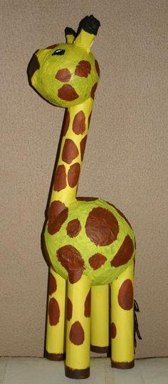 Bekijk de foto van artswuod met als titel Giraffe van 2 papier mache ballonnen (kop en buik) en 5 keukenrollen (poten en nek). en andere inspirerende plaatjes op Welke.nl.