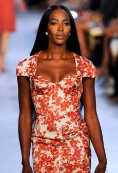 Were Crushing on Sweetheart Necklines for Summer - theFashionSpot