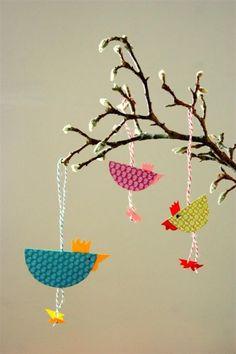 Kleine Hühnerschar, Tags Wohnen + Kreatives + DIY + Basteln + Vogel + Dekoideen + Bastelideen + Frühling + Zweige + Hühner + Bastelideen für Kinder: