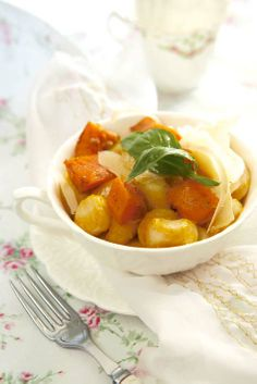 best vegetarian recipes in one convenient place for meat-free dishes and a healthy diet or eating plan. Vegetarian Bake, Vegetarian Recipes, Easy Weekday Meals, Pasta Recipes, Pasta Meals, One Pot Meals, Gnocchi, Pasta Dishes, Yummy Food