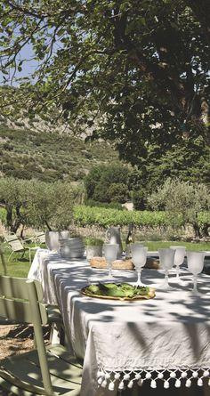 Une table champêtre où partager des bons moments