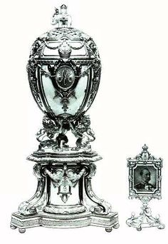 The Royal Danish Egg - One of the 8 missing Imperial Eggs, it is known only from a single photo. Made by Faberge for Nicholas II of Russia, who presented the egg to his mother, the Dowager Empress Maria Feodorovna. Tsar Nicolas Ii, Tsar Nicholas, Fabrege Eggs, Christian Ix, La Madone, Faberge Jewelry, Alexandra Feodorovna, Art Ancien, Miniature Portraits
