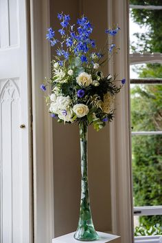 Midnight Blue and Ivory at a Mansion Wedding in Surrey | Wedding inspiration | Flowers | www.weddingsite.co.uk