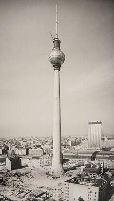 Berlin Photos, Berlin City, Berlin Wall, East Germany, Berlin Germany, Ddr Brd, Berlin Hauptstadt, History Of Germany, Arquitetura