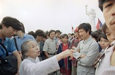 A senior citizen airs her views on democracy in a discussion with striking students, on May 31, 1989 in Tiananmen Square. (AP Photo/Jeff Widener