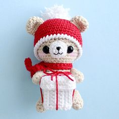 Crochet teddy bear with Christmas gift - free amigurumi pattern. The size of finished toy is about 11 cm.
