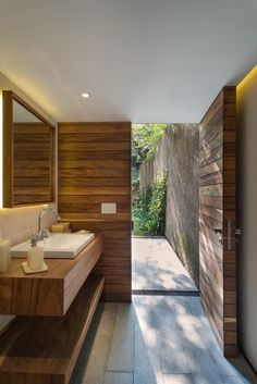 wood and cornet mix in bathroom