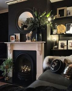Feature Wall Living Room, Dark Living Rooms, Living Room With Fireplace, New Living Room, Living Room Decor, Gothic Living Rooms, Black Rooms, Black Walls, Black Feature Wall