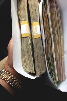 El universo siempre me da grandes cantidades de dinero.