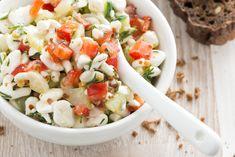 Hüttenkäse Salat mit Paprika und Gurke - Schnelles eiweißreiches Salatrezept mit Hüttenkäse, Paprika und Gurke waschen, ggf. schälen, in kleine mundge Protein Salat, Roasted Eggplant Dip, Breakfast Snacks, Salad Dressing, Pasta Salad, Feta, Potato Salad, Low Carb, Dips