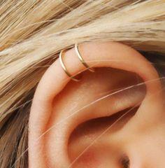 Juego de 2 manguitos del oído, manguito del oído de cruzado y doble oído del manguito, No Piercing, cartílago oreja brazalete, brazalete Simple oído, pendiente de cartílago falsos, falso Helix Piercing, regalos para niñas Muy fresco y elegante ***  Hay mucho más interesante de los artículos en mi tienda en Etsy. Visite y consulte por descuentos y ventas: http://etsy.me/1NZ8Q7A Para anillo de nariz - cartílago: http://etsy.me/1PAQL4c Para pendientes de aro: http:&...