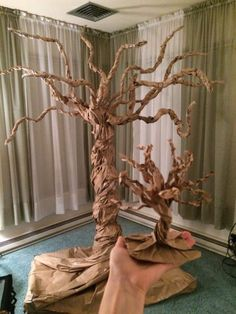 Life size paper bag tree made from paper bag.- Life size paper bag tree made from paper bag. Inspired by the popular paper bag fall tree craft. Tree Crafts, Diy And Crafts, Crafts For Kids, Paper Bag Crafts, Diy Paper, Kraft Paper, Paper Tree Classroom, Paper Mache Tree, How To Make Trees