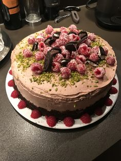 Oreo Himbeere Pistazien Torte Oreo, Cake, Desserts, Food, Pistachios, Raspberries, Homemade, Cakes, Pie Cake