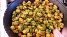 A legjobb köret :-) És csak 2 dolgot csinálok másképp de ettől lesz megu... Sprouts, Potatoes, Make It Yourself, Vegetables, Youtube, Food, Potato, Essen, Vegetable Recipes