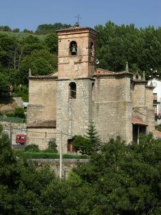 Iglesia de Nuestra Señora de la Natividad del siglo XV con campanario del XVII. En su interior hay bellas muestras de cerámica talaverana.