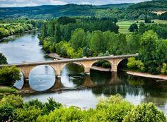 Richesses de Dordogne et d'ailleurs par Château des Vigiers: La Dordogne en Pays de Bergerac, un torrent, une r...