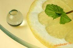 Citrony pečlivě omyjeme, nakrájíme na plátky, zbavíme peciček. Vložíme do mísy, přidáme 2 l vody a k... Camembert Cheese, Dairy, Drinks, Food, Lemon, Syrup, Drinking, Beverages, Essen