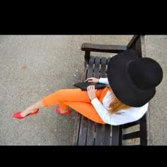 Outfits that matches Amazing Jake's color scheme - Orange pants and heels. Photomontage, Floppy Hats, Orange Pants, Vogue, Colored Pants, Colored Denim, Fashion Deals, Fashion Trends, Colors