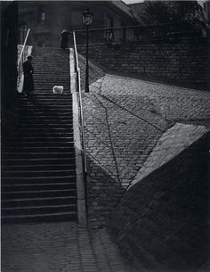Brassaï  Escalier de la butte Montmartre au chien blanc. 1930's