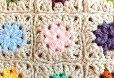 This stash buster granny square blanket has the most beautiful star burst pattern! | AllFreeCrochetAfghanPatterns.com