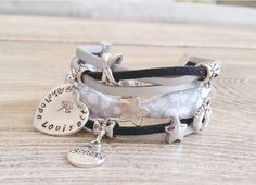 Manchette bracelet liberty à personnaliser : 1 médaille coeur avec prénoms gravés/arbre de vie et 2 breloques au choix. Choix des poinçons. : Bracelet par chere-lisa-bijoux