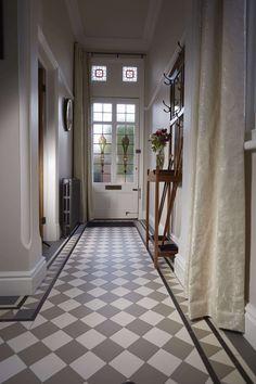 22 Ideas for round stairs design railings Victorian Hallway Tiles, Victorian Flooring, Edwardian Hallway, Tiled Hallway, Hallway Ideas Entrance Narrow, White Hallway, 1930s House Interior, Hall Tiles, Flur Design