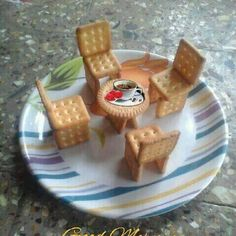 Image may contain: dessert and food Biscuit Decoration, Food Decoration, Decorations, Creative Food Art, Food Art For Kids, Good Morning Coffee, Food Garnishes, Fun Cooking, Culinary Arts