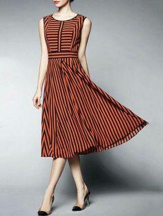 Stripe Chiffon Midi Dress (Love the cut! Day Dresses, Cute Dresses, Casual Dresses, Fashion Dresses, Chiffon, Look Cool, Corsage, Dress Patterns, Striped Dress