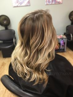 Honey white blonde balayage highlights for light brown hair // ombre for blonde hair // caramel honey white platinum for dirty blondes