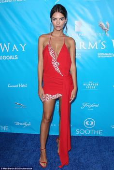 Emily Ratajkowski Is Red Hot In Revealing Low Cut Backless Number - City of Los Angeles Open Back Prom Dresses, Nice Dresses, Celebrity Red Carpet, Celebrity Style, Emily Ratajkowski Look, Backless Gown, Old Models, Red Carpet Looks, Bane