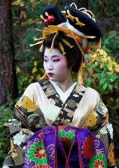 A geisha in Japan by -bengras Yukata, Japanese Kimono, Japanese Art, Japanese Sexy, Kimono Chino, Samurai, 3d Art, Geisha Art, Memoirs Of A Geisha