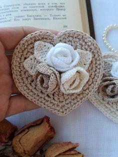 Sweet Heart Crochet Patterns for Valentine's Day or Any Day! Overview of Crochet So You Can Comprehend Patterns - Crochet Ideas Mega Combo Crochê e Amigurumi Crochet Jacket Pattern, Crochet Flower Patterns, Crochet Flowers, Crochet Bouquet, Crochet Brooch, Crochet Diagram, Crochet Motif, Crochet Crafts, Crochet Projects