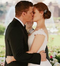 Eugene Oregon Wedding - Makeup Artist: Chelsea from Lavish Bronzing Boutique Photographer: Lydia Gillis Photography Airbrush Makeup! Bones Tv Series, Bones Tv Show, David Boreanaz, Movie Couples, Couples In Love, Bones Booth And Brennan, Seeley Booth, The Woman In White, Emily Deschanel
