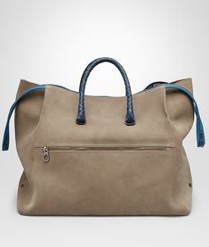 bac6d19c32b3 Bottega Veneta® - アッシュ スエード カイマン ディテール パシフィック ダッフルバッグ ショッパーバッグ