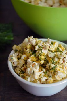 #Vegan Cheesy Dill Popcorn - super simple to make, and tastes very much like cheesy popcorn!