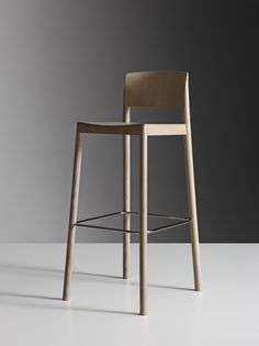 chairs - Grace bar stool by Staffan Holm for Swedese When tasked with making a bar stool of his chair Grace, Staffan Holm cut the entire chair into pieces, removed them little by little, and then put them back together again creating a bar stool as e Bar Stool Chairs, Wood Stool, Room Chairs, Kitchen Stools, Counter Stools, Table Design, Chair Design, Home Bar Furniture, Furniture Design
