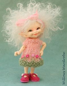 Candy tuft hand knitted dress for Realpuki by WillowsWardrobe Tiny Dolls, Bjd Dolls, Cute Dolls, Elf Doll, Elves And Fairies, Fairy Figurines, Baby Fairy, Polymer Clay Dolls, Paper Mache Sculpture