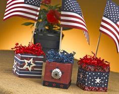Make it with paper: Super simple Star Spangled Squares serve as centerpieces…