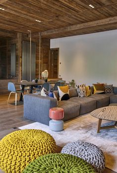 Refuge renoviert eine private Residenz in Megève, Frankreich - Haus dekoration Vintage Industrial Decor, Industrial Loft, Trendy Furniture, Wood Interiors, Modern Interiors, Home Interior Design, Living Room Designs, Home Renovation, Villa