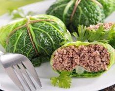 Chou vert farci à la viande hachée maigre : http://www.fourchette-et-bikini.fr/recettes/recettes-minceur/chou-vert-farci-la-viande-hachee-maigre.html