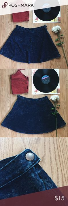 ▪️F21 Dark Acid Wash High-Waisted Denim Skirt ▪️ ▪️Product Description ▪️ ▫️Dark acid wash high waisted denim skirt that looks adorable on  ▫️Throw on a crop top & flannel for grudge vibes or dress it up  ▫️Zipper on the side and button snap  ▫️Forever 21 Premium Denim Collection  ▫️Stretchy fabric: 82% Cotton, 14% Polyester, 4% Spandex/Elastane   ▪️Fit: True to size, fitted high waist (26/27 inch waist suitable), skater skirt fit  ▪️Condition: Great- worn few times ▪️Measurements…