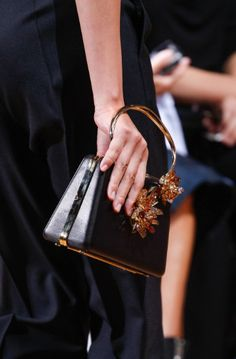 Lanvin Spring 2017 Ready-to-Wear Fashion Show Details: See detail photos for Lanvin Spring 2017 Ready-to-Wear collection. Look 70 Best Handbags, Purses And Handbags, Summer Bags, Spring Summer, Spring Fashion, Fashion Show, Fashion Trends, Best Designer Bags, Fashion Forecasting