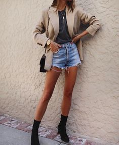 20 Top Looks Outfit Ideas With Blazer You Have To Try – Fashionable Source by Mode Outfits, Short Outfits, Spring Outfits, Casual Outfits, Fashion Outfits, Uni Outfits, Travel Outfits, Going Out Outfits, Club Outfits
