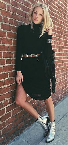A simple black dress paired with a western belt and metallic boots Cowboy Boot Outfits, Winter Boots Outfits, Casual Winter Outfits, Outfit Winter, Silver Boots, Black Boots, Chapeau Cowboy, Body Builder, Little Black Dresses