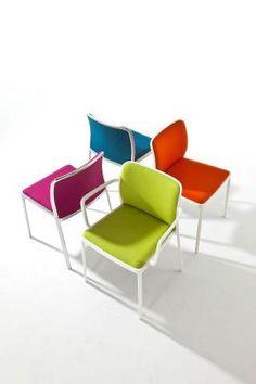 Der Audrey Stuhl wurde von Piero Lissoni für Kartell designt. KARTELL MADE IN ITALY @ 4D OUTFITTERS BREGENZ